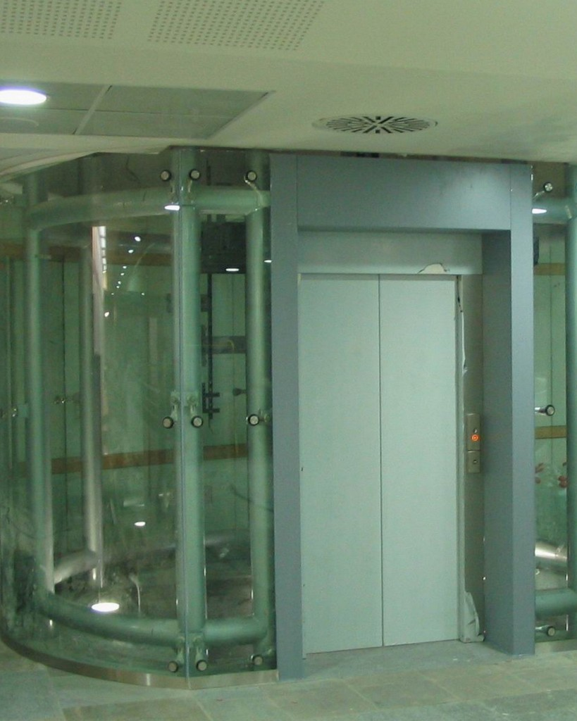 Automated metro lifts in Turin